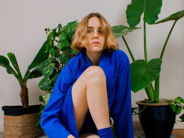 Mia Porter daisies video premiere